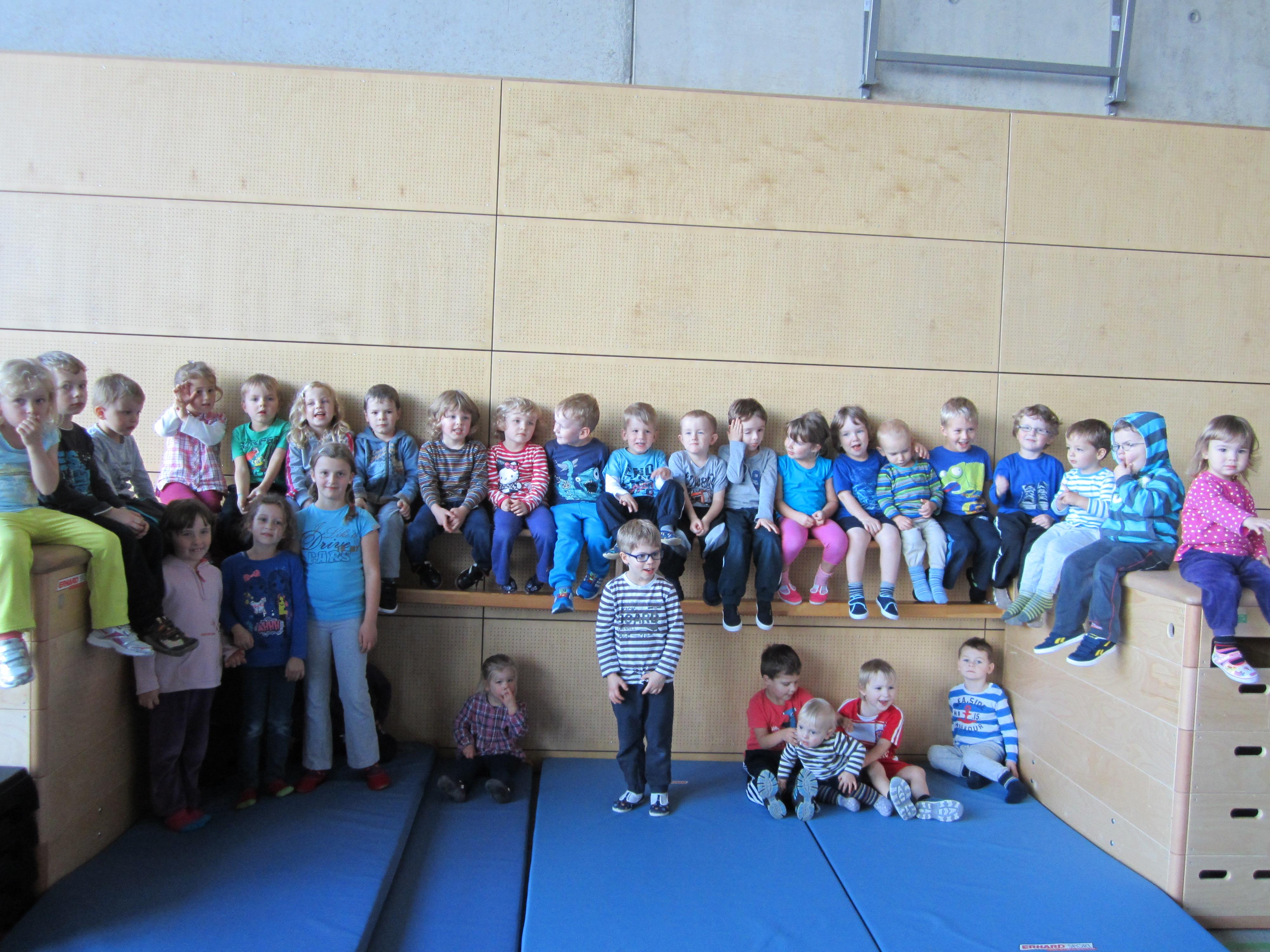 Die Kinder der TurnTiger-Gruppe des Eltern-Kind-Turnens
