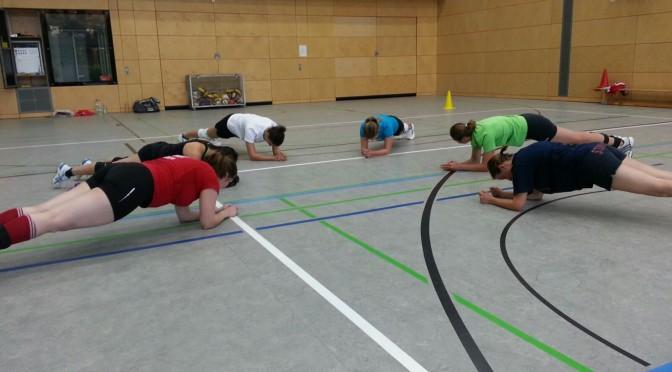 Volleyball-Auftakt       der Damenmannschaft mit einem Trainings-    wochenende